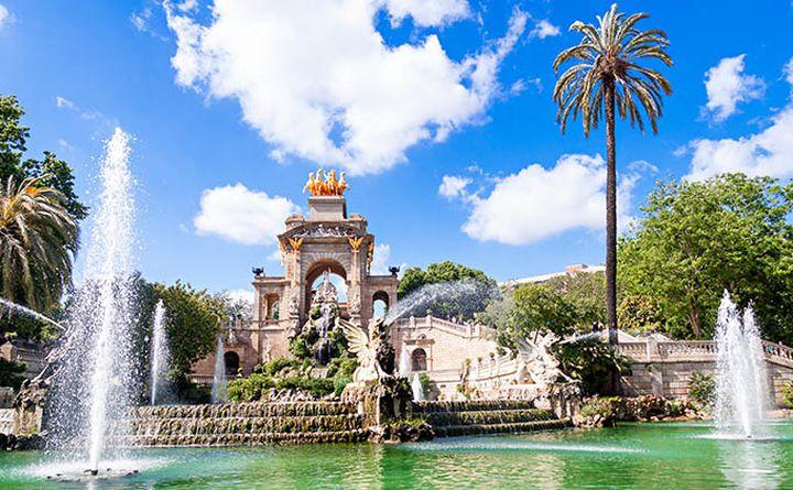 cycling_in_parc_de_la_ciutadella_barcelona_680px.jpg