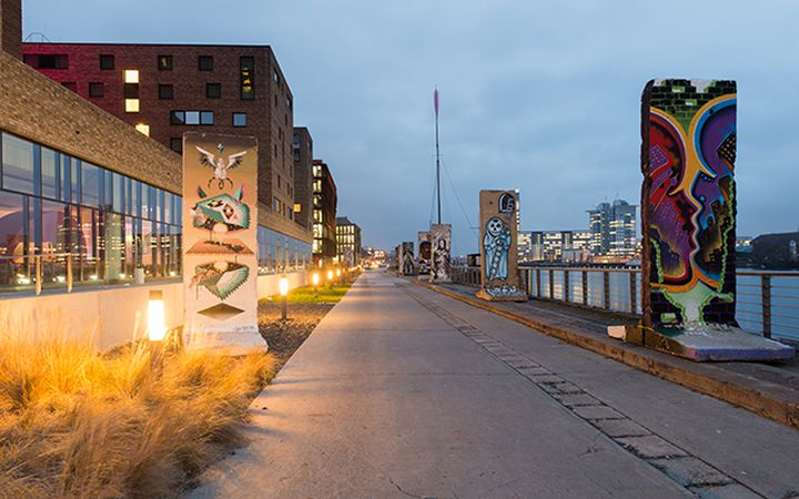 cycling-berlinwall_tichr-shutterstockcom.jpg
