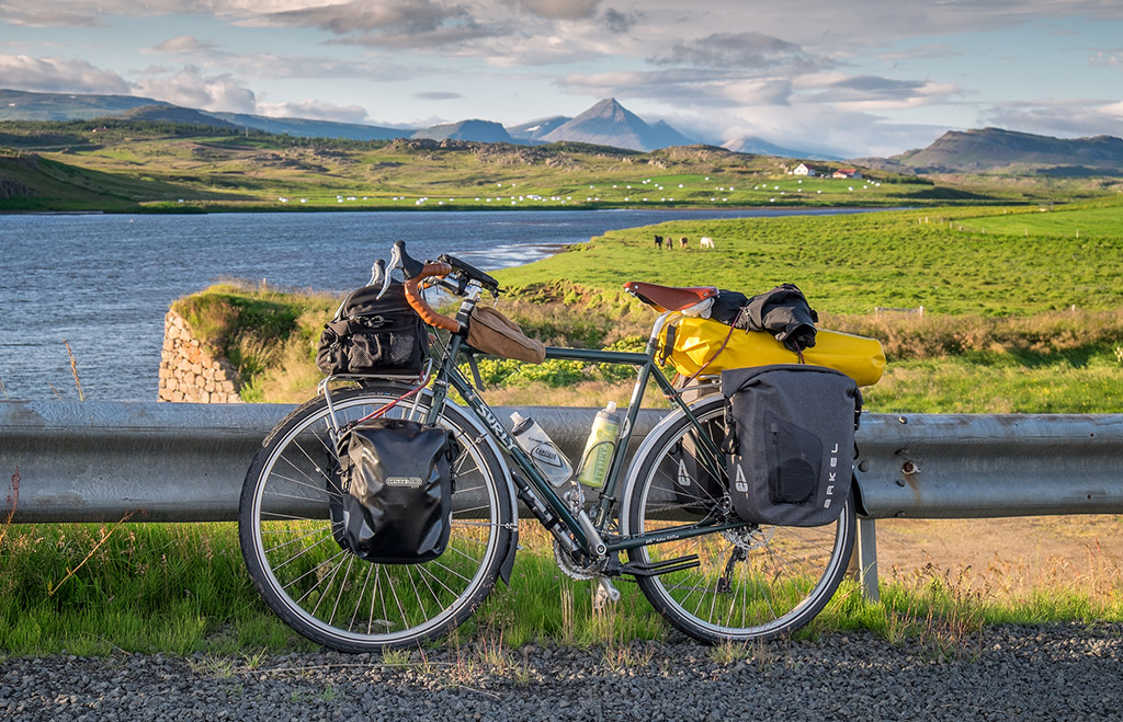 Cycling routes in 8: Flying with your bike