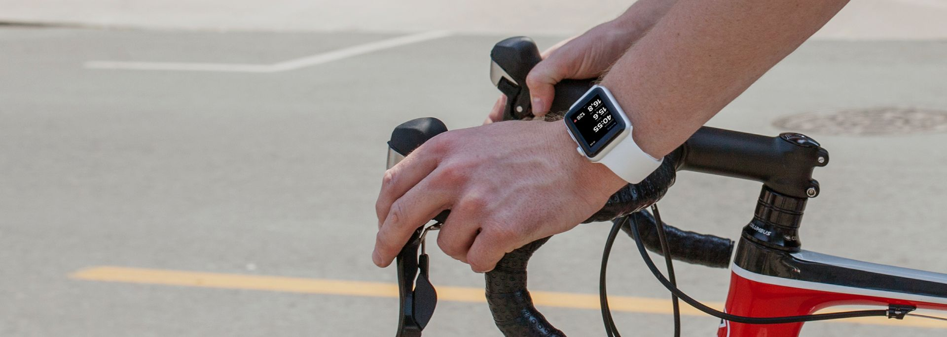 Cyclist using Bikemap with Apple Watch