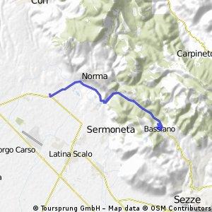Bassiano in mtb, partendo daDoganella di Ninfa, passando davanti al lago di Ninfa e l'abbazia di Val Visciolo e Bassiano.