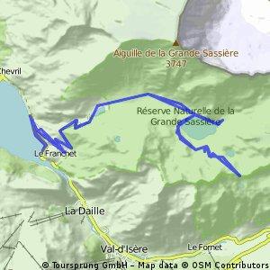 Lac de la Sassière and Col de la Bailletta