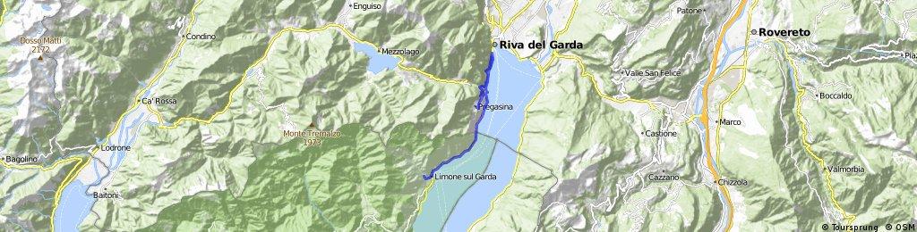 sjezd s Pregasiny po staré cestě do Rivy a pak tunely do Limone
