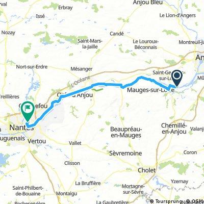 Lengthy bike tour from La Possonnière to Nantes