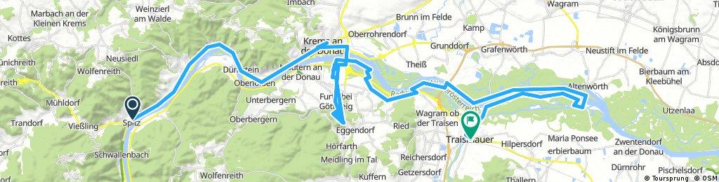 Lengthy bike tour through Traismauer