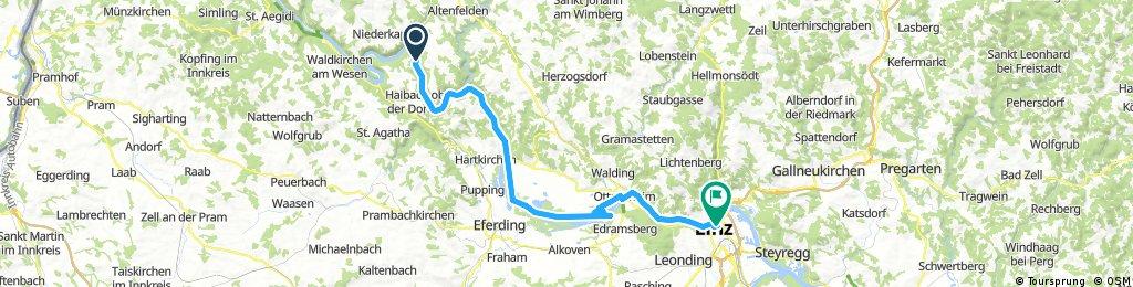 Lengthy bike tour through Linz (Stadt)