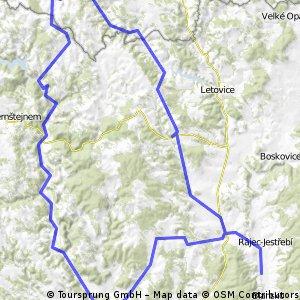 údolím a přehradami