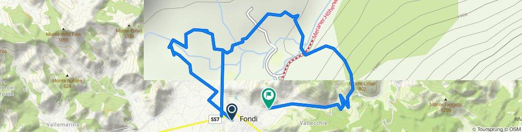 Da Via Fosselle Sant'Antonio 16, Fondi a Via del Corbezzolo 10, Fondi