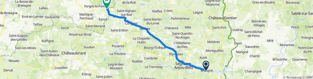 De 9 Place Saint-Aubin, Andigné à D241, Chelun