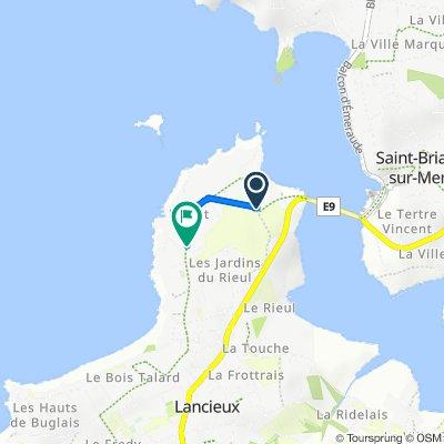 De 45 Avenue de la Côte d'Émeraude, Lancieux à 55 Rue de l'Islet, Lancieux