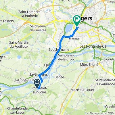 De 43 Route de Savennières, Rochefort-sur-Loire a Rue de la Gare du Maroc, Angers
