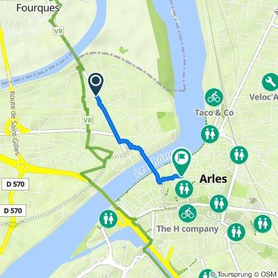 De Avenue Edouard Herriot 60, Arles à Place du Forum 1, Arles